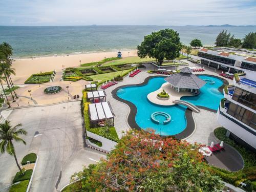 Вид на бассейн в Ambassador City Jomtien Ocean Wing или окрестностях