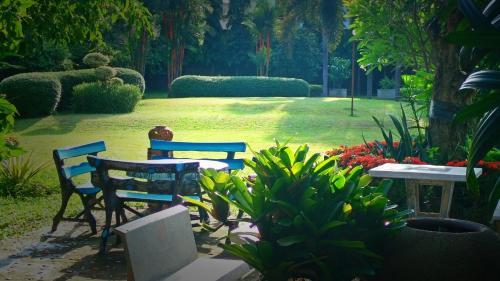 A garden outside Swankaburi Boutique Hotel