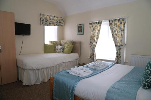 A bed or beds in a room at Ladywood House Bed and Breakfast