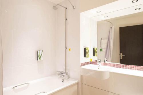 A bathroom at Premier Inn Heathrow Airport Terminal 4