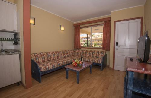 A seating area at HOVIMA Jardin Caleta