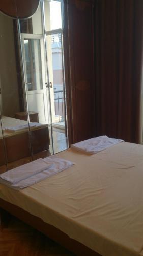 Cama ou camas em um quarto em Апартамент с двумя спальнями около Бульвара.
