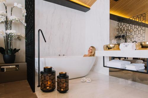 A bathroom at Casa do Rio charm suites