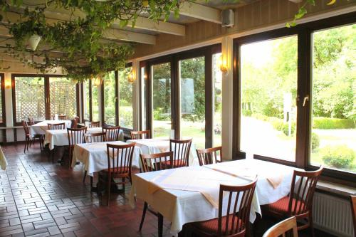 A restaurant or other place to eat at Hotel und Restaurant Eurohof