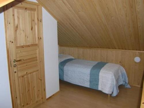 A bed or beds in a room at Holiday Home Lumikumpu