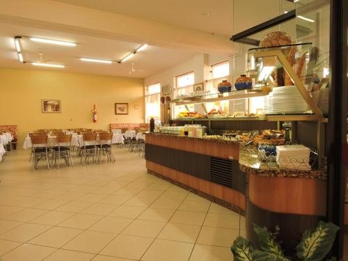 A restaurant or other place to eat at Hotel Da Vila