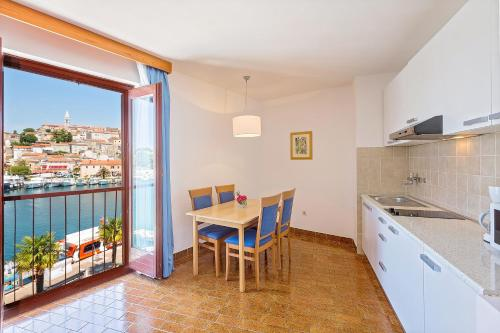 A kitchen or kitchenette at Apartments Riva