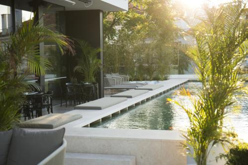 The swimming pool at or near Memmo Príncipe Real - Design Hotels