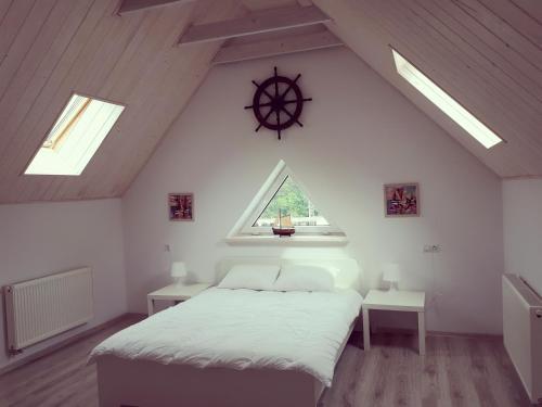 Кровать или кровати в номере Марин Апарт на Майский проезд