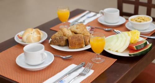 Breakfast options available to guests at Hotel Alixares