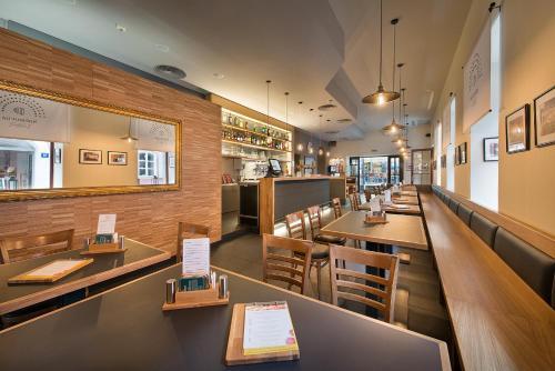 Ресторан / где поесть в EA Hotel Royal Esprit