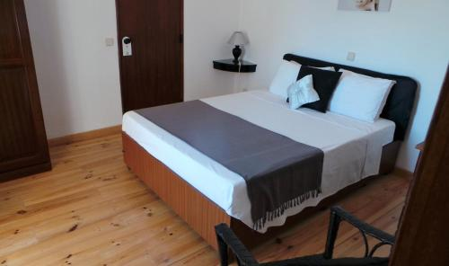 A bed or beds in a room at The Boliqueime Inn