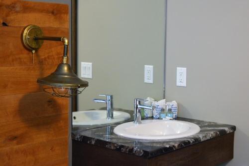 Ванная комната в Sasquatch Inn