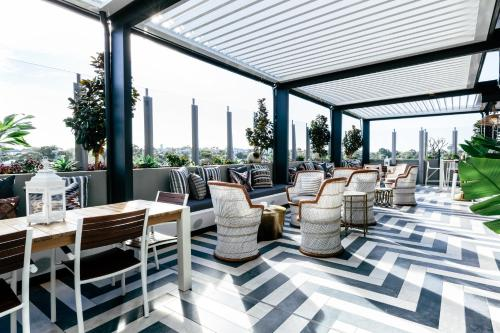 A restaurant or other place to eat at Nautica Residences Fremantle