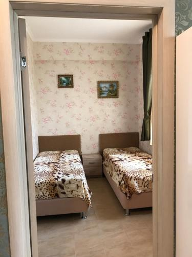 Кровать или кровати в номере Apartment on Volzhskaya 42-3