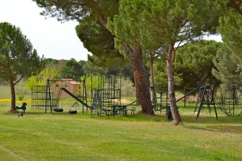 Zona de juegos infantil en Posada Real del Pinar