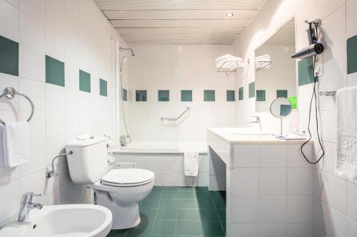 A bathroom at Hotel 3K Madrid
