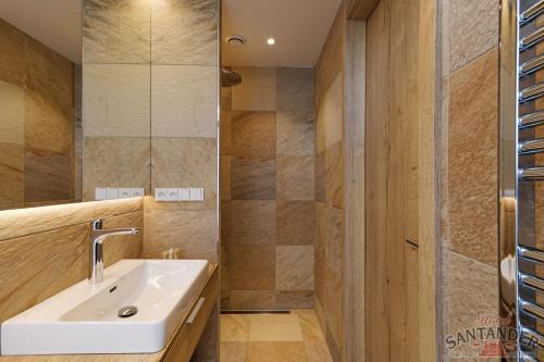 A bathroom at Hotel Santander