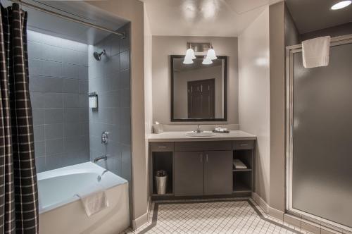 A bathroom at Magnolia Hotel Downtown Dallas