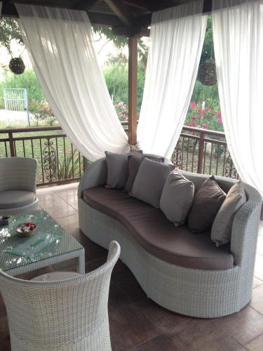Χώρος καθιστικού στο Villa Niki