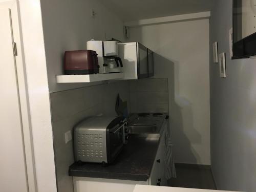 A kitchen or kitchenette at Gästehaus Windheim (Büchig)