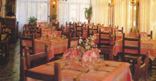 A restaurant or other place to eat at Albergo San Cristoforo