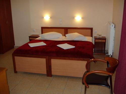 A bed or beds in a room at Faros I