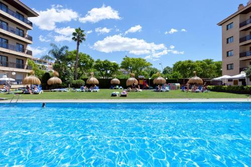Het zwembad bij of vlak bij Olimar II