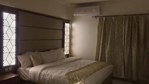 سرير أو أسرّة في غرفة في ريوف للوحدات السكنية