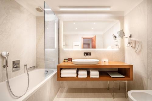 A bathroom at Remisens Premium Hotel METROPOL