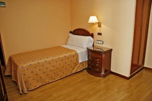 Un ou plusieurs lits dans un hébergement de l'établissement Hostal Victoria I
