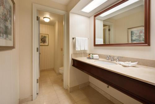 A bathroom at Hilton Milwaukee City Center