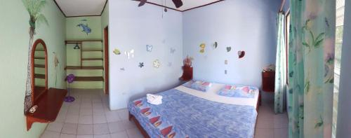 Letto o letti in una camera di Casa Paraiso Ahora Si Italian & Vegetarian Restaurant Samara Beach