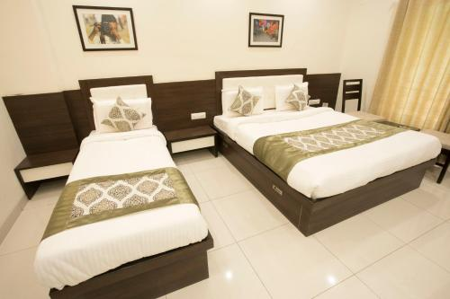 A bed or beds in a room at Hotel Fortune Plaza