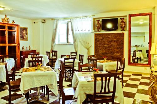 A restaurant or other place to eat at Hotel Palace Nardo
