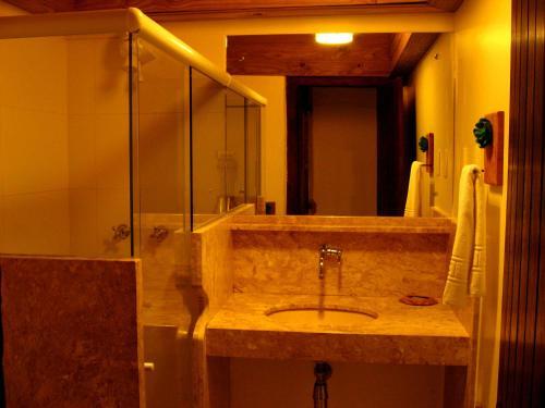 A bathroom at Pousada Dos Artistas