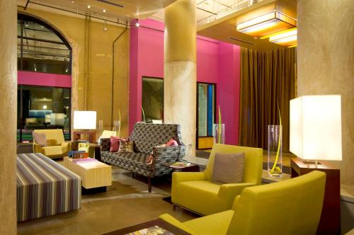 A seating area at Aloft Dallas Downtown