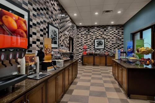 A restaurant or other place to eat at Hampton Inn & Suites Tampa Northwest/Oldsmar
