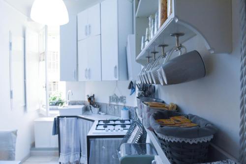 A kitchen or kitchenette at Rome Home Trastevere 246