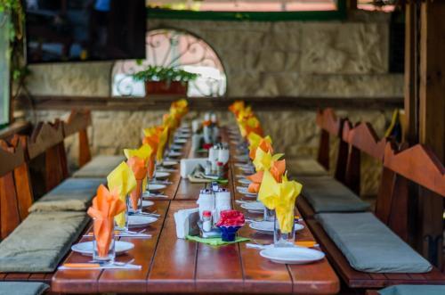Ресторант или друго място за хранене в Хотел Калипсо