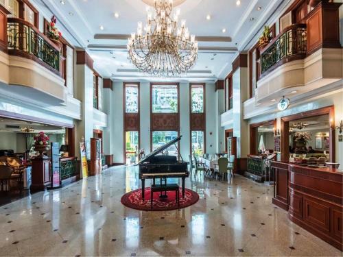 The lobby or reception area at Evergreen Laurel Hotel Bangkok