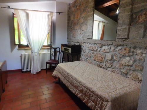 A bed or beds in a room at La Locanda sul Lago