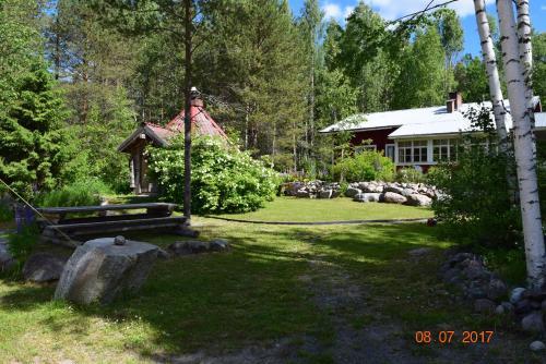 A garden outside Lomakoti Tuulensuoja