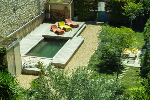A view of the pool at La Maison des Vendangeurs 2 or nearby