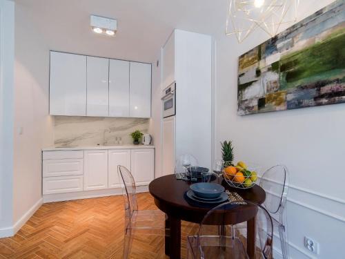 Kuchnia lub aneks kuchenny w obiekcie Apartament 59 Dwie Sosny