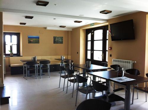 Un restaurante o sitio para comer en Hotel Villa Marrón