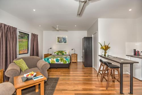 A seating area at Eumundi Cottages - Cottage 1