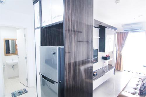A television and/or entertainment center at 2 BR Apartment Near Kota Kasablanka (Kokas) By Travelio