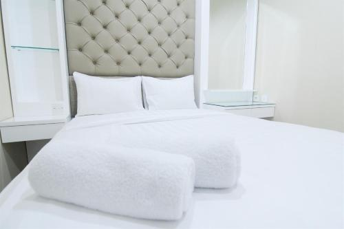 A bed or beds in a room at 2 BR Apartment Near Kota Kasablanka (Kokas) By Travelio