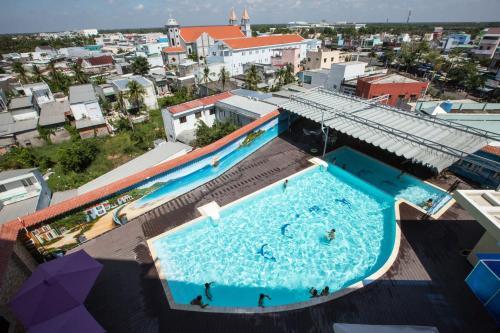 Tầm nhìn ra hồ bơi gần/tại Anh Nguyet Hotel